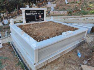 Çift Kişilik Baş Taşı Granit Sütunlu Mermer Mezar