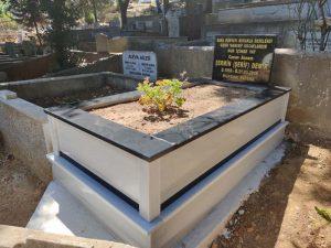 Tek Kişilik Küpeşte Baştaşı Granit Şeritli Mezar
