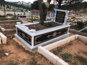 Tek Kişilik Granit Desen İşlemeli Sütunlu Mezar